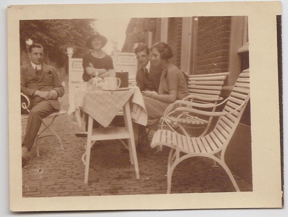 Piet Nouwens en Adèle Verhees (rechts)