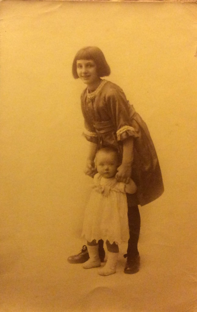 Adèle Verhees met Phily Schickendanz - 1919